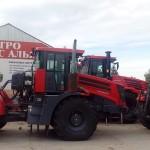 Тракторы на выставочной площадке