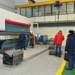 На заготовительном участке гостям представили новый гибочный станок длинной 6 метров